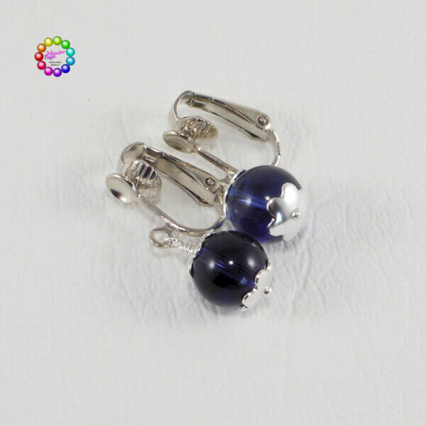 This clip-on style of earring is suitable for people without pierced ears and can also be used by people who have piercings