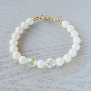 Daisy Glass Crystal Bracelet The rich cream of 8mm Ivory Swarovski glass pearls look fabulous surrounding 10mm round faceted Clear AB